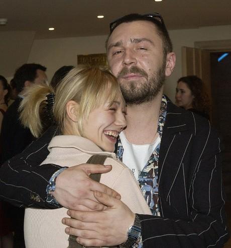 Оксана Акиньшина вместе с Сергеем Шнуровым фото