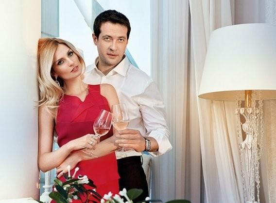 Кирилл Сафонов со своей второй женой Александрой Савельевой фото