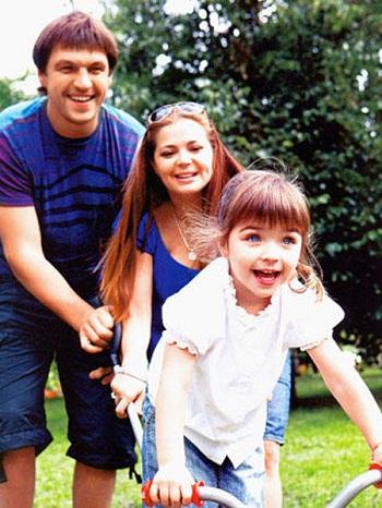 Актриса Ирина Пегова с бывшем мужем Дмитрием Орловым и дочерью фото