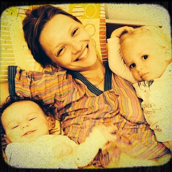 Екатерина Вилкова с сыном Петром и дочерью Павлой фото