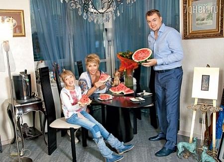 Елена Воробей с семьей: мужем и дочерью фото