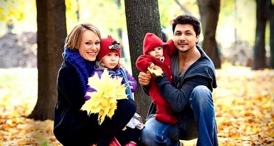 Актриса Ольга Ломоносова с мужем и дочками фото