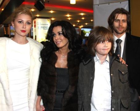 Анастасия Заворотнюк с мужем и детьми фото